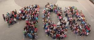 100 mit Kindern